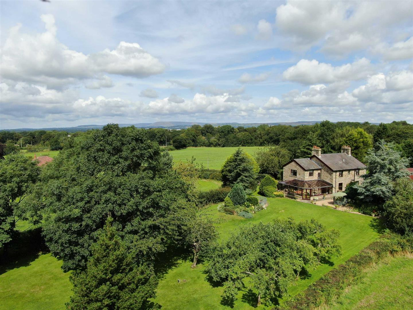 5 Bed Farmhouse For Sale - Main Image